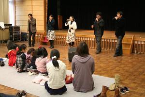 2月のミニ・コンサート「いさのおんがくたい」が開催されました。(報告)