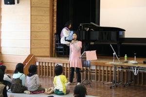 4月のミニ・コンサート「いさのおんがくたい」が開催されました。(報告)