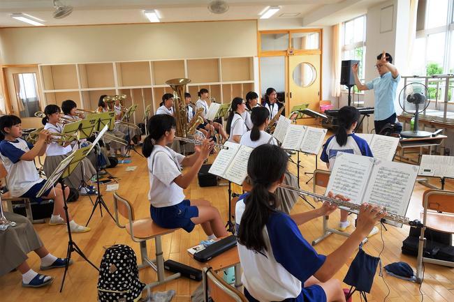 【報告】中高生連携推進事業「吹奏楽指導」in菱刈中を開催しました。