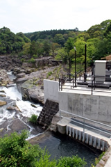 新曽木水力発電所(曽木の滝公園内)
